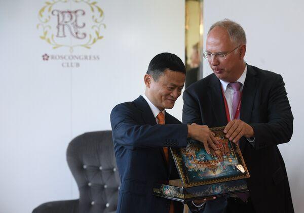 Основатель Alibaba Джек Ма и генеральный директор Российского фонда прямых инвестиций (РФПИ) Кирилл Дмитриев