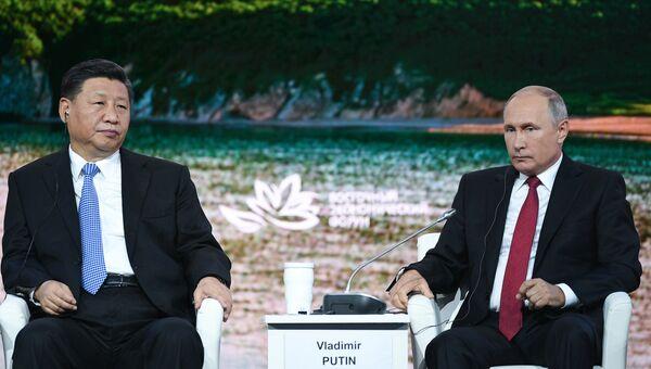 Президент РФ Владимир Путин и председатель Китайской Народной Республики Си Цзиньпин. Архивное фото