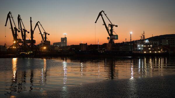 Суда под погрузкой в Новороссийском морском торговом порту
