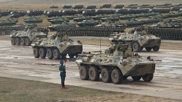 Парад участников военных маневров Восток-2018 на забайкальском полигоне Цугол. 13 сентября 2018.