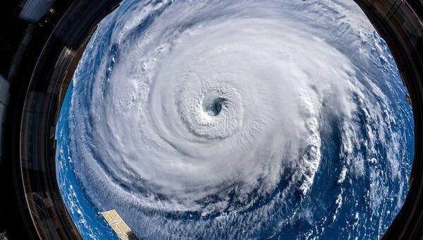 Вид на ураган из космоса. Архивное фото