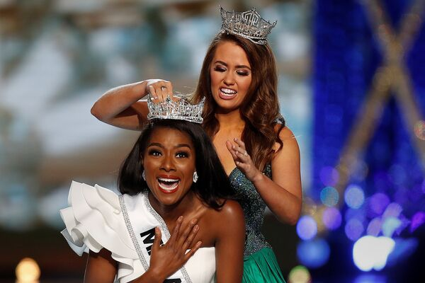 Победительница конкурса красоты Мисс Америка - 2019 Ниа Имани Франклин