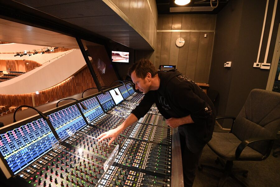Инженер аудио-видео комплекса Денис Теннов