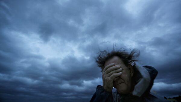 Мужчина во время урагана Флоренс на Миртл-Бич в Сан-Франциско. 14 сентября 2018