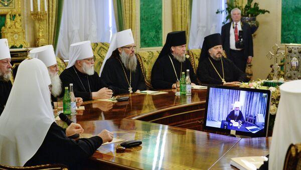 Священнослужители на заседании Священного Синода Русской Православной Церкви. Архивное фото