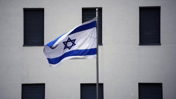 Флаг на здании посольства Израиля в Москве. Архивное фото