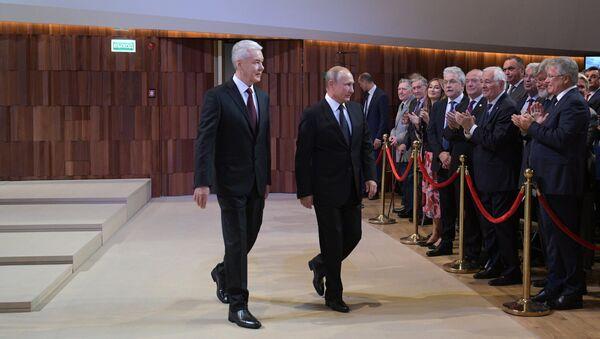 Президент РФ Владимир Путин на церемонии официального вступления в должность мэра Москвы Сергея Собянина в Московском концертном зале Зарядье