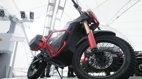 Электромотоцикл ИЖ Пульсар (UM-1) в стрелковом центре концерна Калашников