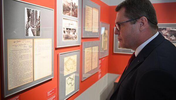 Посол Чехии в РФ Витезслав Пивонька во время открытия историко-документальной выставки «Мюнхен-38. На пороге катастрофы»