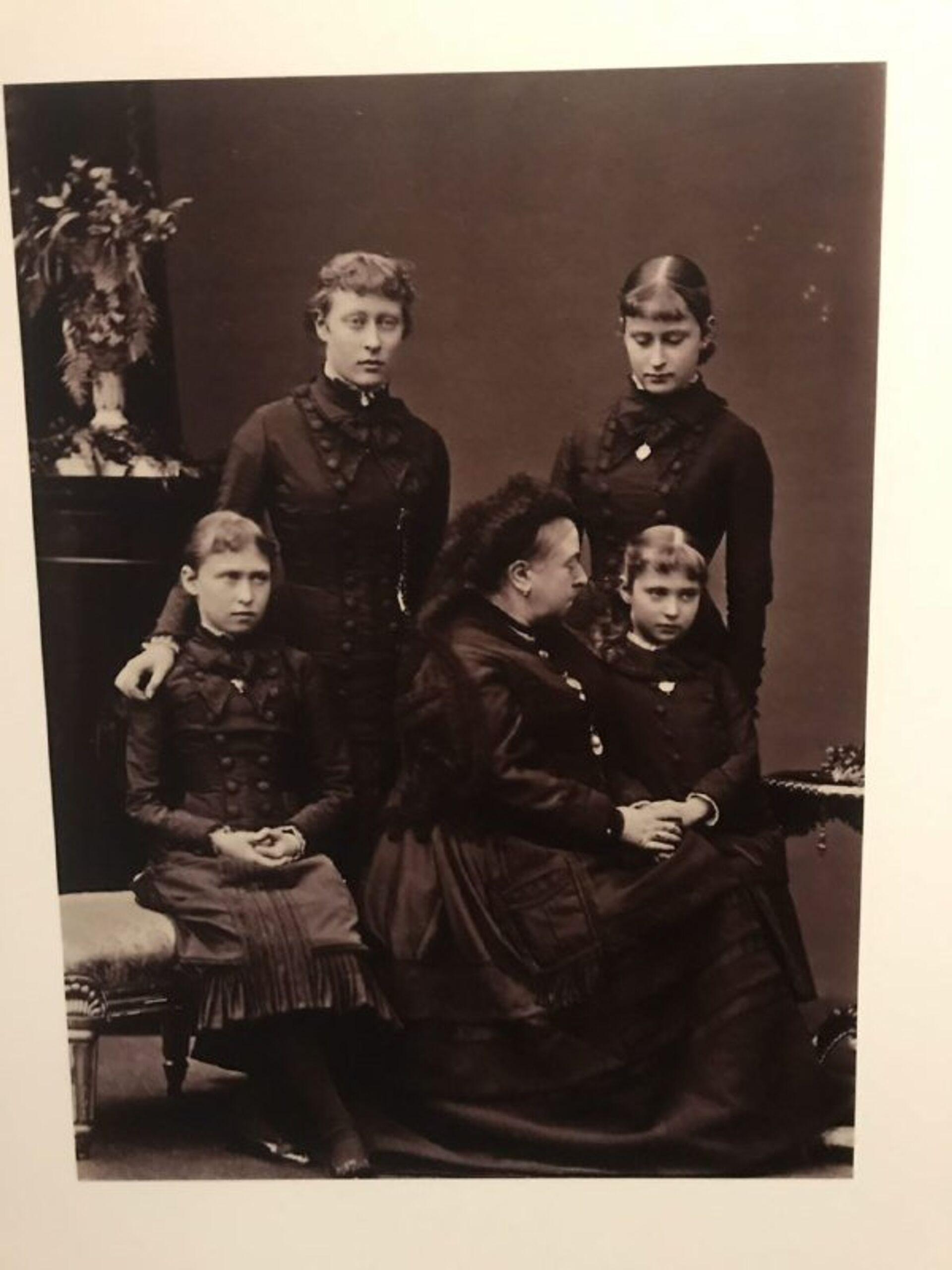 Королева Виктория с маленькой внучкой Алики, будущей Александрой Федоровной - РИА Новости, 1920, 18.06.2021
