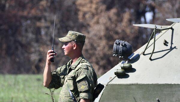 Военнослужащий во время тактических учений. Архивное фото