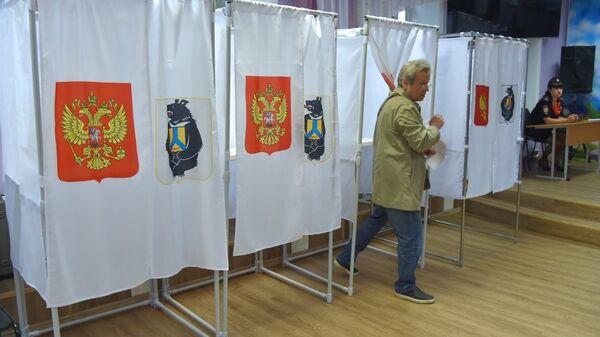 Голосование на избирательном участке в Хабаровске во время выборов губернатора. 23 сентября 2018