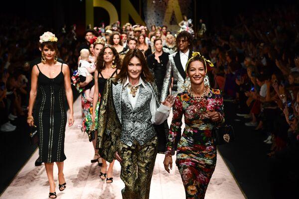 Показ коллекции Dolce & Gabbana в рамках Недели моды в Милане