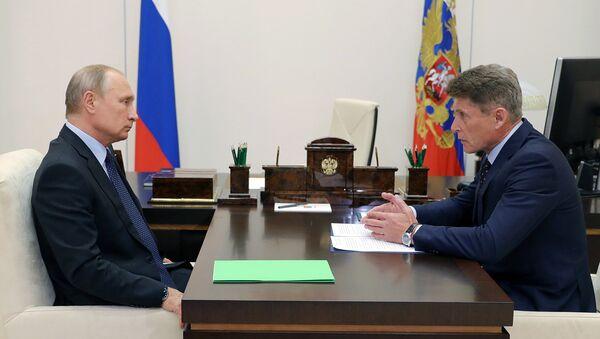 Президент РФ Владимир Путин и губернатор Сахалинской области Олег Кожемяко во время встречи. 26 сентября 2018