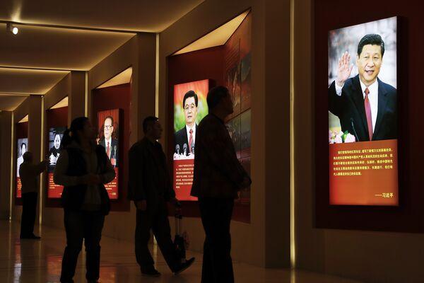 Потртрет председателя КНР Си Цзиньпиня и его предшественников на этом посту в военно-историческом музее в Пекине, Китай