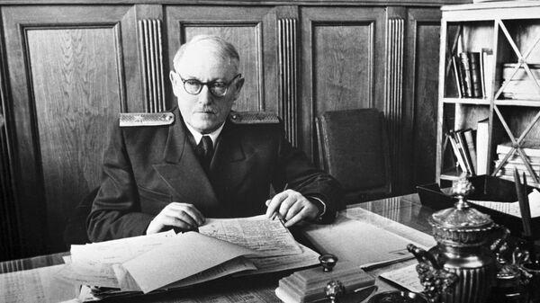 Генеральный прокурор СССР Андрей Вышинский в рабочем кабинете