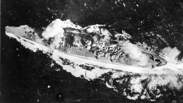 Японский линкор Ямато, попавший под бомбардировку в заливе Лейте