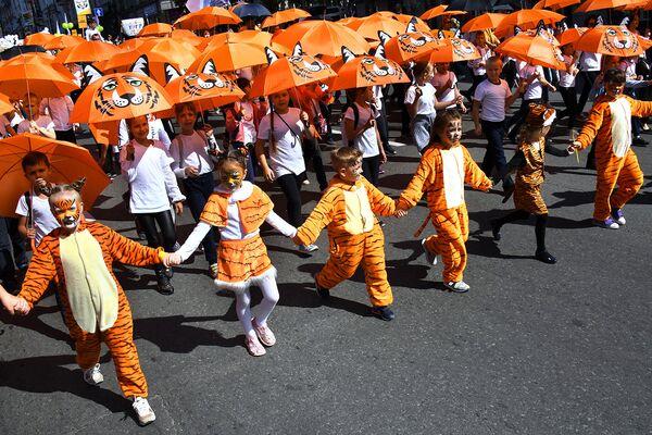 Юные участники праздничных мероприятий, посвященных Дню тигра, во Владивостоке