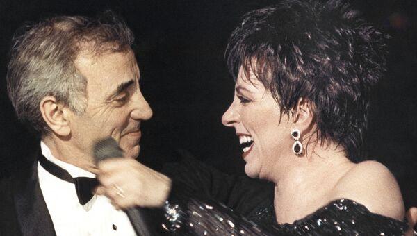 Шарль Азнавур и Лиза Миннелли на во время концерта в Париже
