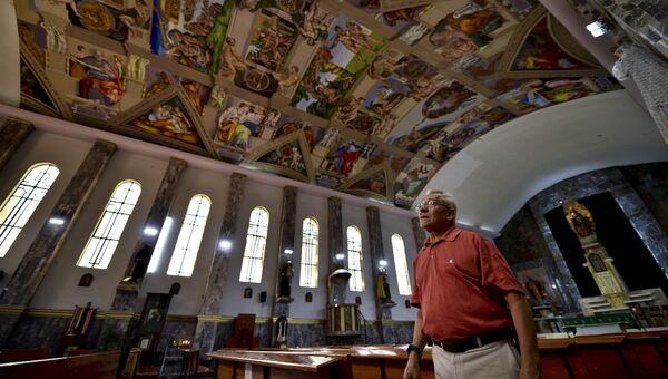 Графический дизайнер Мигель Франсиско Масиас воссоздал реплику фресок Микеланджело, украшающих стены и потолок Сикстинской капеллы