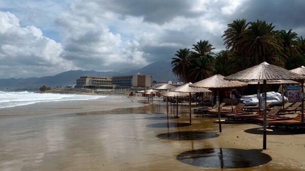Пляж курортного города Малия