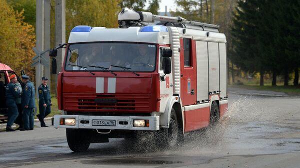Автомобиль пожарной охраны во время командно-штабных учений МЧС РФ