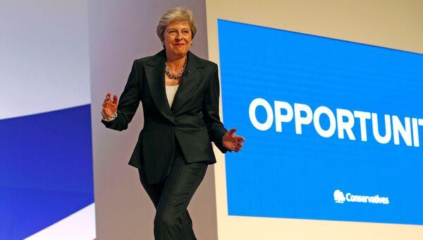 Премьер-министр Великобритании Тереза Мэй танцует на закрытии съезда Консервативной партии