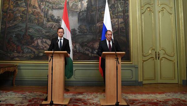 Министр иностранных дел РФ Сергей Лавров и глава МИД Венгрии Петер Сийярто на пресс-конференции по итогам переговоров. 3 октября 2018