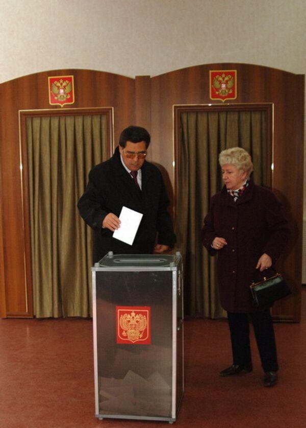 Губернатор Кузбасса Аман Тулеев проголосовал на выборах областного Совета народных депутатов