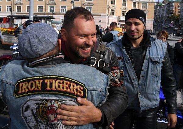 Байкеры во время закрытия байкерского сезона во Владивостоке