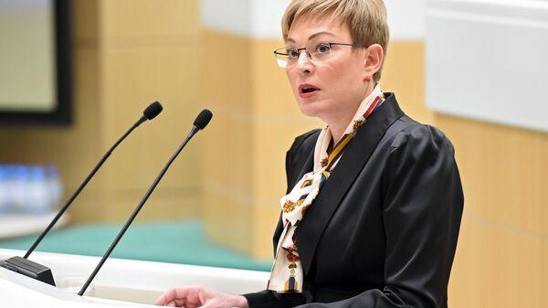 Губернатор Мурманской области Марина Ковтун выступает на парламентских слушаниях в Совете Федерации РФ. 8 октября 2018