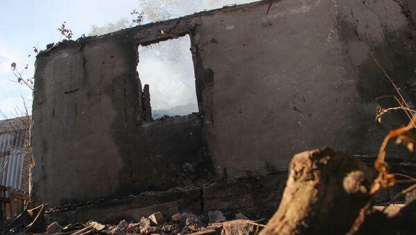 Последствия обстрела поселка Донецкий со стороны ВС Украины. Архивное фото