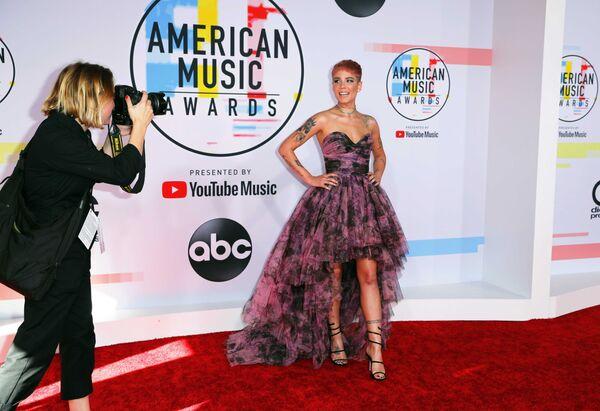 Холзи на церемонии награждения American Music Awards в Лос-Анджелесе