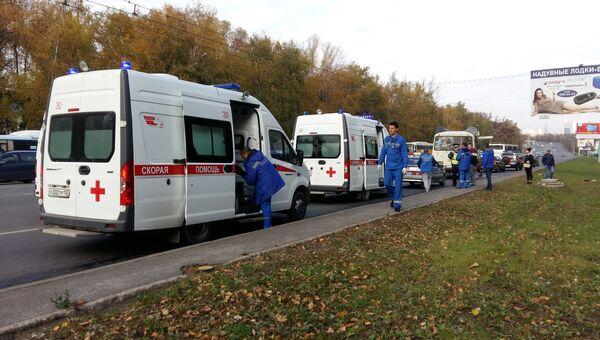 Автомобили скорой помощи на месте столкновения двух автобусов в центре Уфы. 10 октября 2018