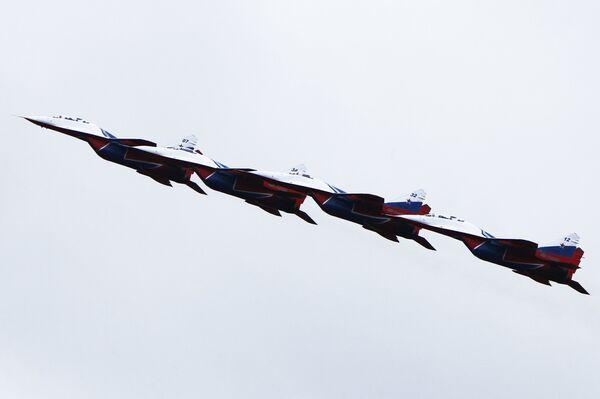 Пилотажная группа Стрижи на истребителях МиГ-29 на акции Министерства обороны Военная служба по контракту - твой выбор в Костроме