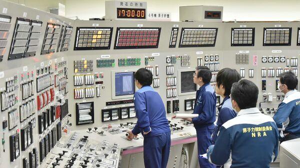 Сотрудники АЭС Такахама в Японии
