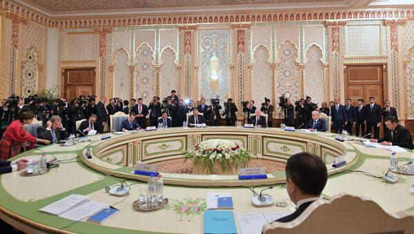 Премьер-министр РФ Д. Медведев принимает участие в заседании Совета глав правительств ШОС
