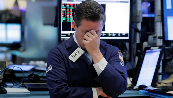 Трейдер на Нью-Йоркской фондовой бирже. 11 октября 2018