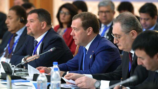 Дмитрий Медведев на заседании Совета глав правительств государств-членов ШОС в Душанбе. 12 октября 2018