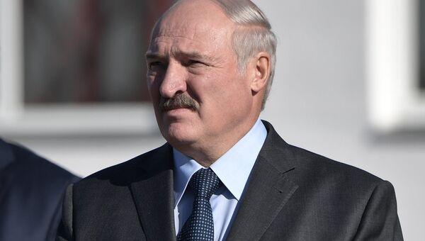 Президент Республики Беларусь Александр Лукашенко перед началом встречи президента РФ Владимира Путина в Могилеве. 12 октября 2018