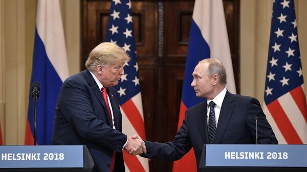 Президент РФ Владимир Путин и президент США Дональд Трамп в Хельсинки. Архивное фото