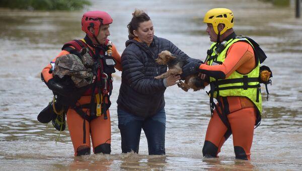 Эвакуация постадавших от наводнения на юге Франции
