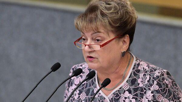 Член комитет ГД по транспорту и строительству Ольга Алимова выступает на пленарном заседании Государственной Думы РФ