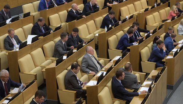 Депутаты на пленарном заседании Государственной Думы РФ. 16 октября 2018