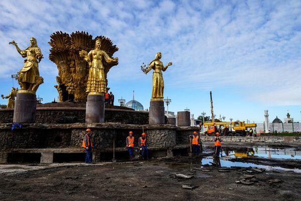 Демонтаж фонтана Дружба народов на ВДНХ