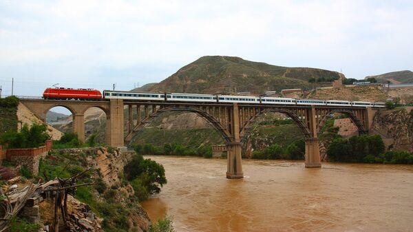Железнодорожный мост через реку Хуанхэ в Китае