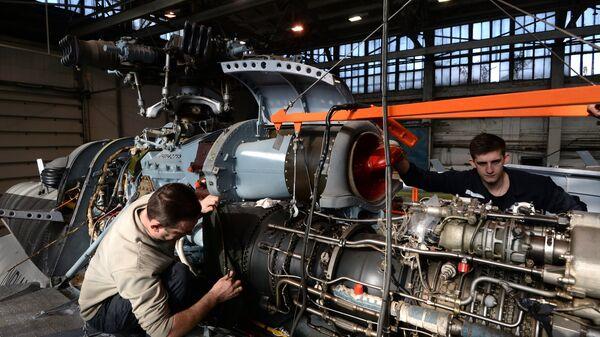 Ремонт вертолетов Ми-8 в цехе Новосибирского авиаремонтного завода холдинга Вертолеты России