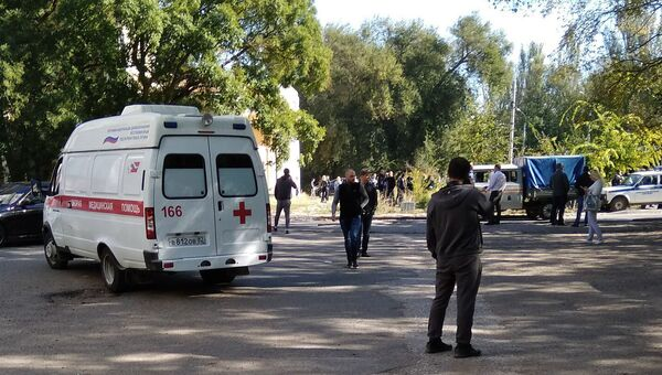 Автомобиль скорой помощи у Политехнического колледжа в Керчи, где произошел взрыв. Архивное фото