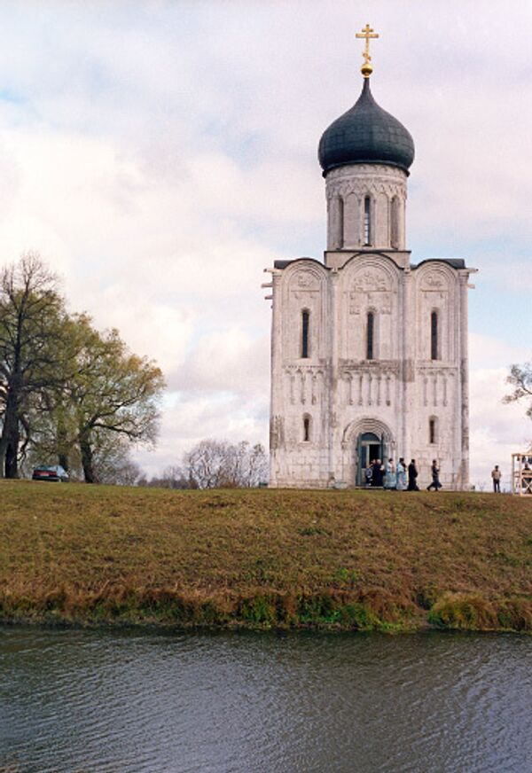 Храм Покрова на Нерли, возведенный в 1165 году в честь праздника Покрова Пресвятой Богородицы.