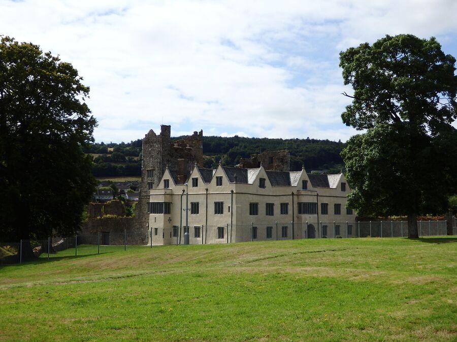 Замок Ормонд в городе Каррик-он-Шур